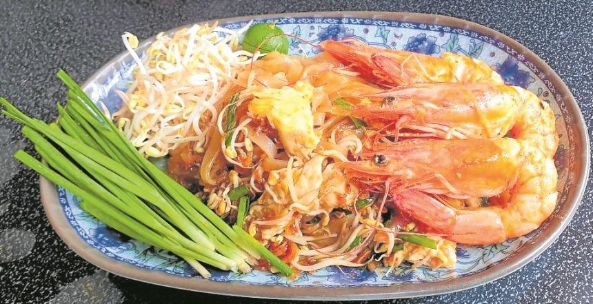 (USE BIG) Pad Thai with shrimps